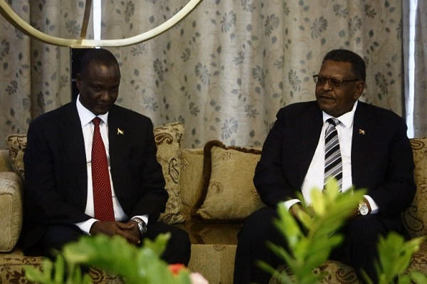 Sudan's Vice President Bakri Hassan Saleh (R) meets with his South Sudan counterpart, Taban Deng Gai (L) following his arrival at Khartoum airport on August 21, 2016, for an official two-day visit. / AFP PHOTO / ASHRAF SHAZLY